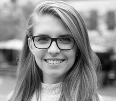 Lina Bondar arbeitet mit Mica Gellert von PSYCH-K®